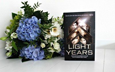 Boekrecensie | Light Years – Kass Morgan