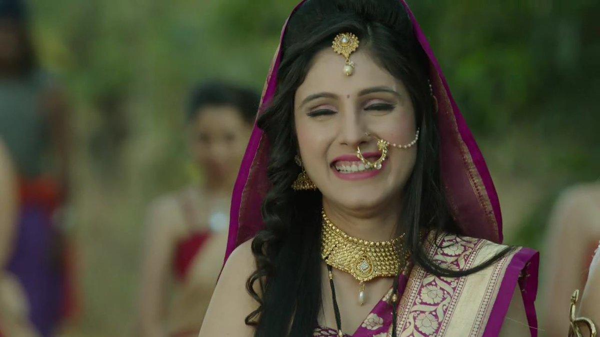 Chandra nandini - Durdhara shown being poisoned by Helena