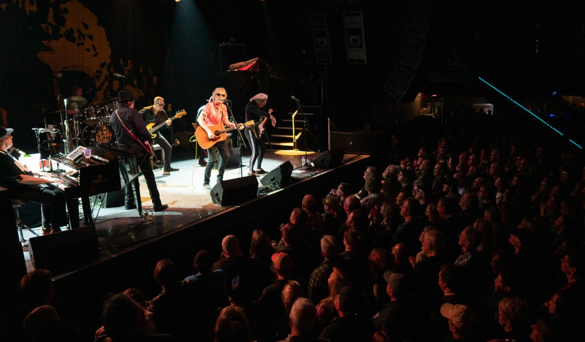 Photos: Mott The Hoople and The Suburbs at First Avenue