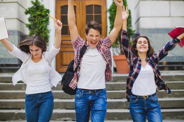 estudantes comemoram aprovação na residencia médica