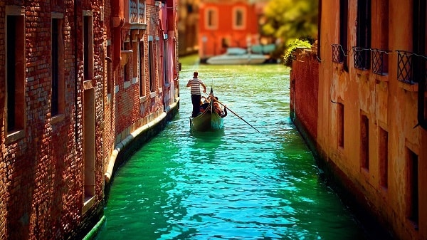 Canoes are a popular way of transporting people in Venice. Image credit miriadna.com