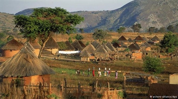 A typical village in Zimbabwe. Image credit dw.com