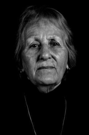 Emilce Noemi Flores. Su hija mayor, Olga Noemí Casado, fue secuestrada y desaparecida en noviembre de 1977, cuando estaba embarazada de 7 meses. Emilce pudo encontrarse con su nieta el 19 de agosto de 2008. Alejandra fue la nieta recuperada Nº 93.