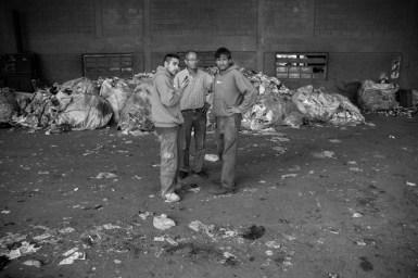 Javier y Juan entrevistan al Presidente de la Cooperativa CURA. Realizan en vivo un recorrido por la planta contando las etapas del proceso de reciclado.