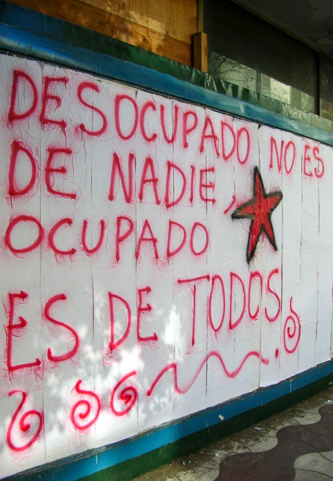 Pintada realizada sobre la calle XX de Septiembre.