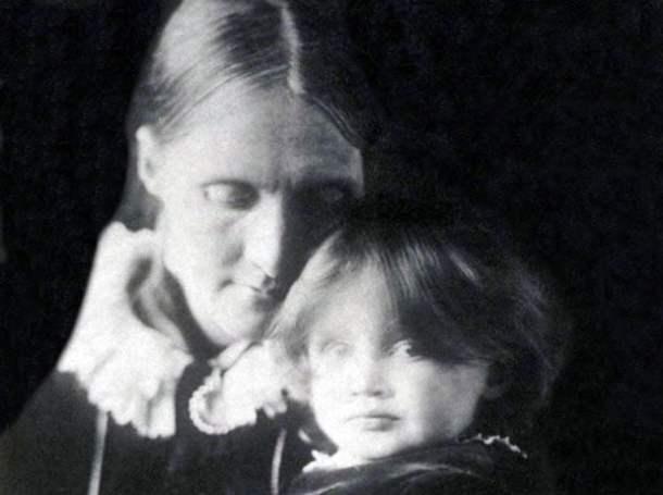 Julia Stephen e Virginia Woolf, aos 2 anos