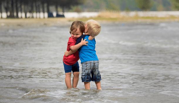Amar nos faz profundos. Odiar nos torna rasos