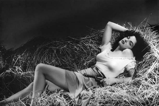 O Proscrito (1943), Howard Hughes e Howard Hawks