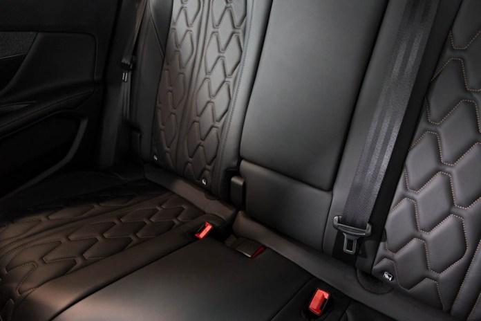 Calidad en el acabado de los asientos traseros