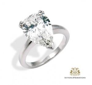 5. Sortija de oro blanco con un diamante talla perilla de 3.08ct. Certificado de la GIA. H-VS2. Joyas - Suttons & Robertsons