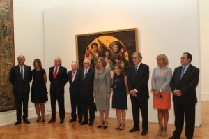 Fotografía de grupo de Su Majestad la Reina con las autoridades presentes en la exposición© Casa de S.M. el Rey / Borja Fotógrafos