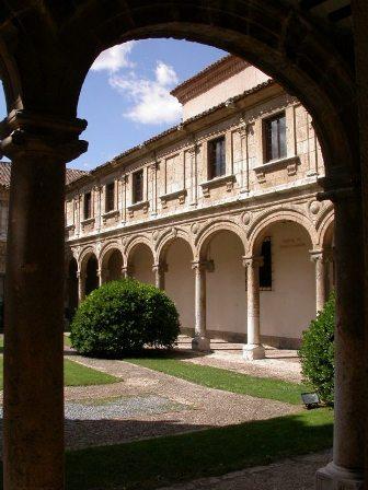 Patio_Trilingue_Colegio_San_Ildefonso