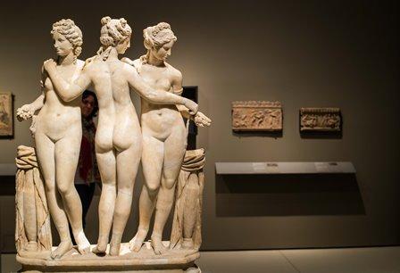 este-nuevo-proyecto-sobre-roma-en-colaboracion-con-el-museo-del-louvre-pone-el-foco-en-el-papel-de-las-mujeres-en-la-socied
