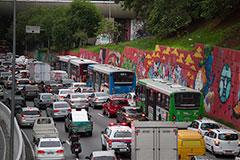 Trânsito caótico: exemplo de imobilidade urbana - Imagem: Oswaldo Corneti/Fotos Públicas