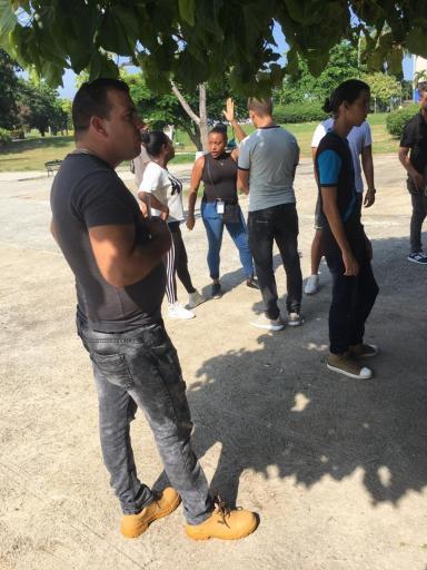 Protesta pacífica contra cierre de SNet. Parque de las Comunicaciones, La Habana. 10 de agosto de 2019/ Agente de la Seguridad filma a los participantes/ Foto: Darío Alejandro Alemán.