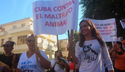 Animalistas cubanos en la marcha del 7 de abril