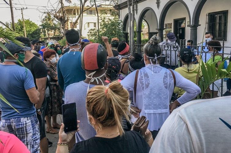 Colas en La Habana. Foto: El Estornudo