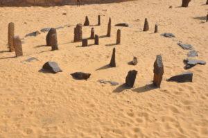 Calendário circular de Praia Nabta, reconstruído no Museu Núbio de Aswan.