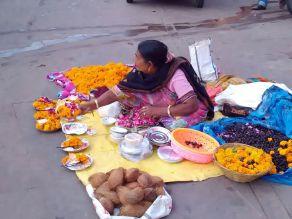 Vendedora de oferendas (Ramghat)