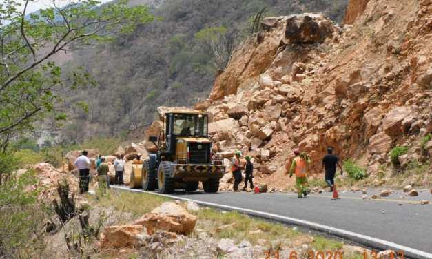 SCT repara daños en la carretera Oaxaca-Tehuantepec, afectada por el sismo de este martes