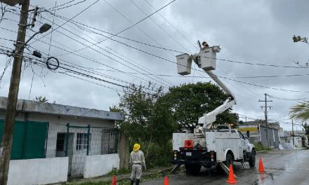 La CFE restablece el suministro eléctrico a todos los usuarios afectados por el huracán Delta en Quintana Roo y Yucatán