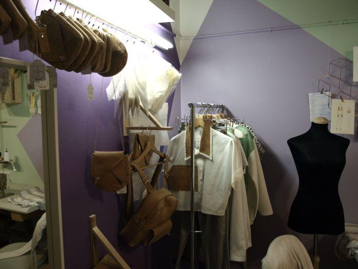 ropa diseñada por Alba Royo. marca Shiwa