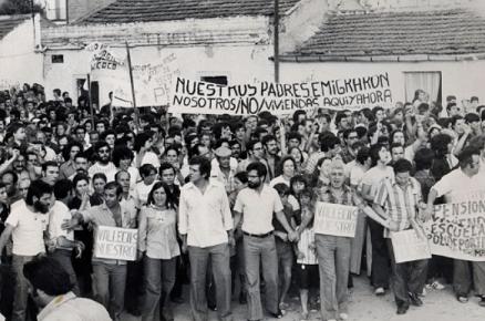 Manifestación por la vivienda en Vallecas, años 70. Movimiento obrero. Movimiento vecinal.
