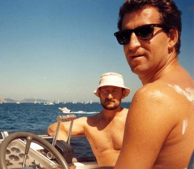 Marcial Dorado, conocido narcotraficante con el que sería presidente de la Xunta de Galicia, Nuñes Feijóo en un barco de recreo en 1995.