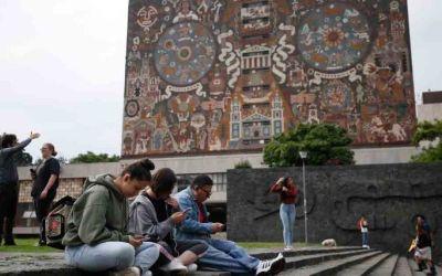 """Día internacional de la Juventud: Los """"ninis"""", la herencia del neoliberalismo en México"""
