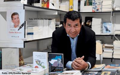 Embajador y académico Carlos Midence en la feria del libro de Madrid