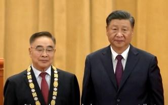 Zhang Boli, junto al presidente de China, Xi Jinping.