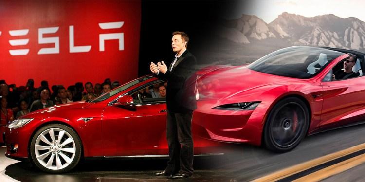 Elon Musk frente a una audiencia, al lado de un Tesla rojo - limpiacristales