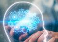 hombre de negocios usando computadora, fondo de holograma de cerebro