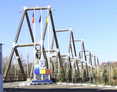 Acesta este podul istoric peste Tisa. Un altul nou va fi construit.