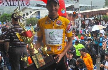 El campeón Ospina feliz con su trofeo