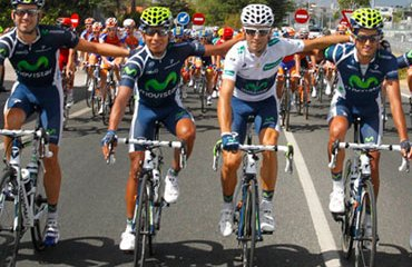 Nairo Quintana con el equipo telefónico