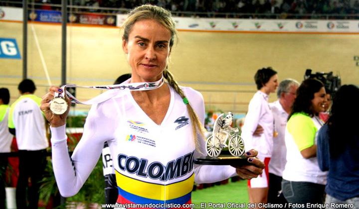 Maria Luisa Calle celebra con su medalla de plata conseguida en Aguascalientes (México)