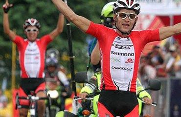 Sánchez celebrando una de sus tantas victorias de 2012