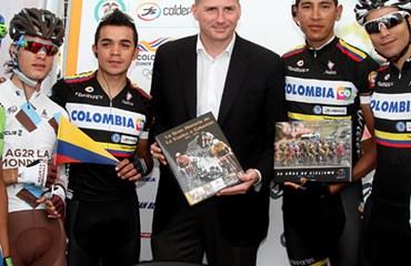 Acquarone con corredores colombianos en el Giro 2013