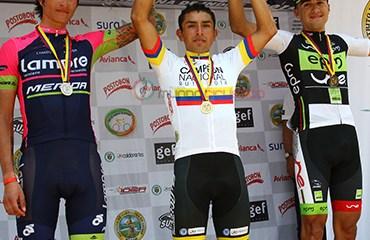 Podio categoría élite con Rubiano, Anacona y Suárez