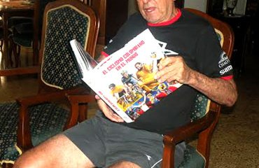 Cochise recibió con gran beneplácito su libro en Medellín