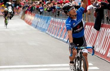 Julián Arredondo ganó su primera etapa en una 'grande'