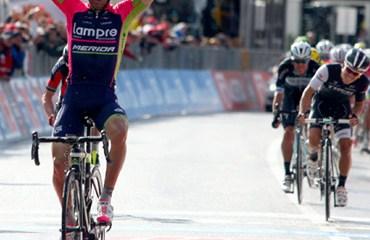 Ulissi en una de sus dos victorias del pasado Giro