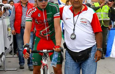 Rafael Acevedo con Miguel Ángel López, reciente ganador de la Vuelta de la Juventud