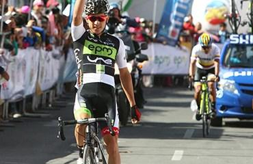 Weimar Roldán, ganador en Tunja de la tercera etapa de la Vuelta 2014.