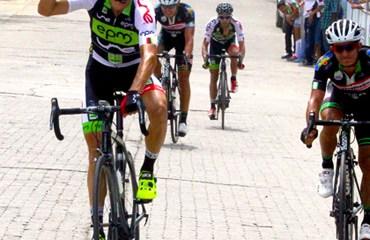 Edwin Carvajal ganó la primera etapa y es líder de la prueba bellanita