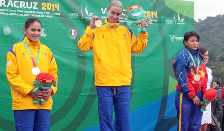 El podio de la CRI femenina en los Centroamericanos: María Luisa Calle (Colombia), Serika Guluma (Colombia) y Lilibeth Chacon (Venezuela)