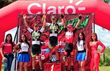 Podio de la segunda etapa: Jaime Castañeda, Robigzon Oyola y Juan Pablo Forero.
