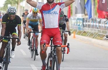 El puertorriqueño Eduardo Colón abrió con victoria la ronda dominicana (Foto©Fedoci.com)