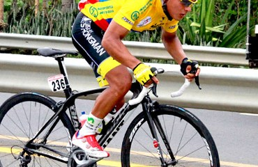 Jonathan Caicedo (Strogman Campagnolo) mantiene el liderato de la carrera